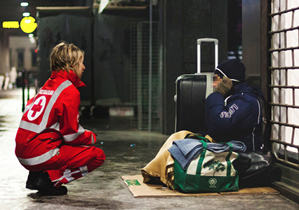 Covid-19: la Croce Rossa presta soccorso ai senzatetto