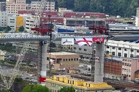 Messa in posa l'ultima campata del nuovo ponte di Genova
