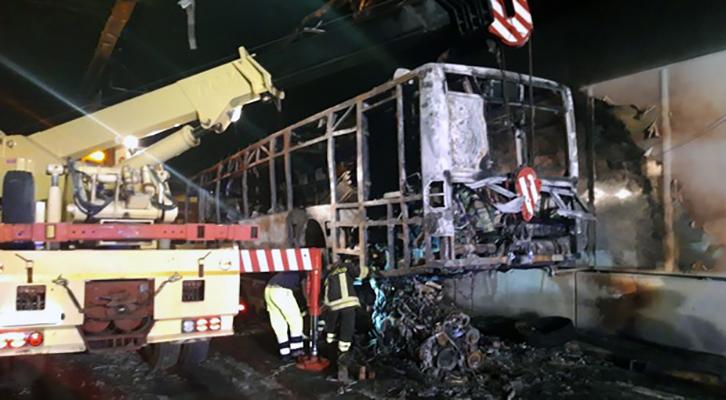 Galleria Giovanni XXIII. L'incendio del bus Atac ha danneggiato il tunnel