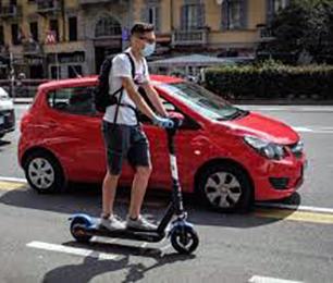 Monopattini elettrici. Un pericolo la circolazione nelle trafficate e dissestate strade romane