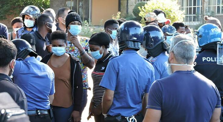 Migranti in rivolta al centro accoglienza di Rocca di Papa