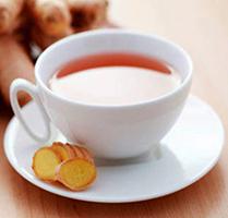 Un magico tè allo zenzero, curcuma ed equiseto