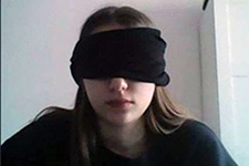 Interrogazione bendata per una ragazza in Dad a Verona