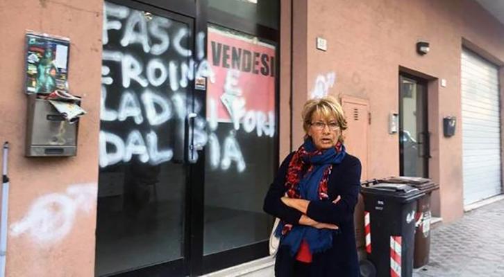 antifascisti imbrattano vetrina ex-assessore pd scambiandola per sede casapound