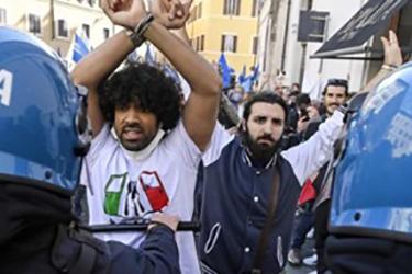 La protesta a Montecitorio di commercianti e ristoratori