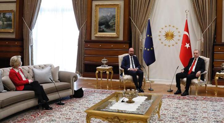 Erdogan val bene <br>una… sedia