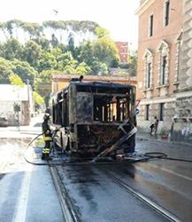 Flambus. Bus Linea 2 brucia stamane al Flaminio