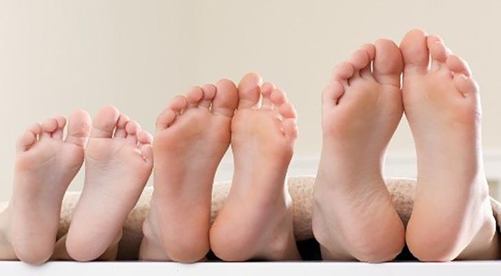 Come curare i piedi con una maschera a base di Tea tree oil
