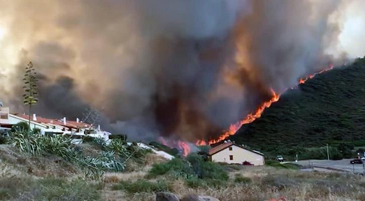 20mila ettari in fiamme <br> nella provincia di Oristano