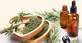 L'olio essenziale di rosmarino aiuta a purificare la pelle