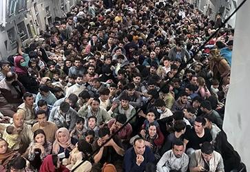 Afghanistan. Oltre 600 persone in fuga imbarcate su di aereo Usa
